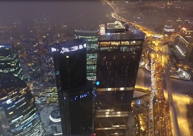 Lodowisko pod chmurami w Moskwie