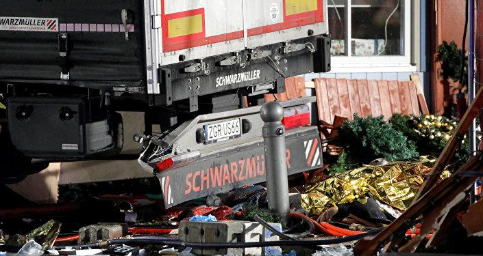 Cięzarówka, która wjechała w tłum ludzi w Berlinie