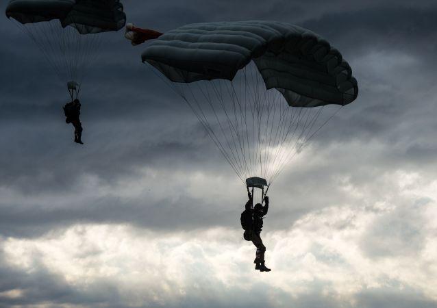 Prace nad nowym systemem spadochronowym dla rosyjskiej armii ruszą w 2018 r.