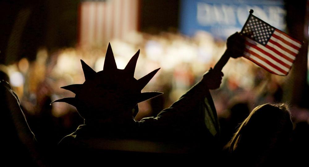 Człowiek z amerykańską flagą