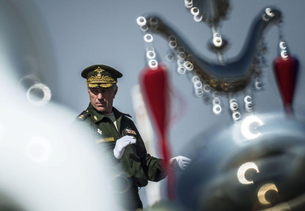 Na pokładzie Tu-154 znajdował się kierownik artystyczny Chóru Aleksandrowa Walerij Chaliłow, mianowany na to stanowisko w maju tego roku.
