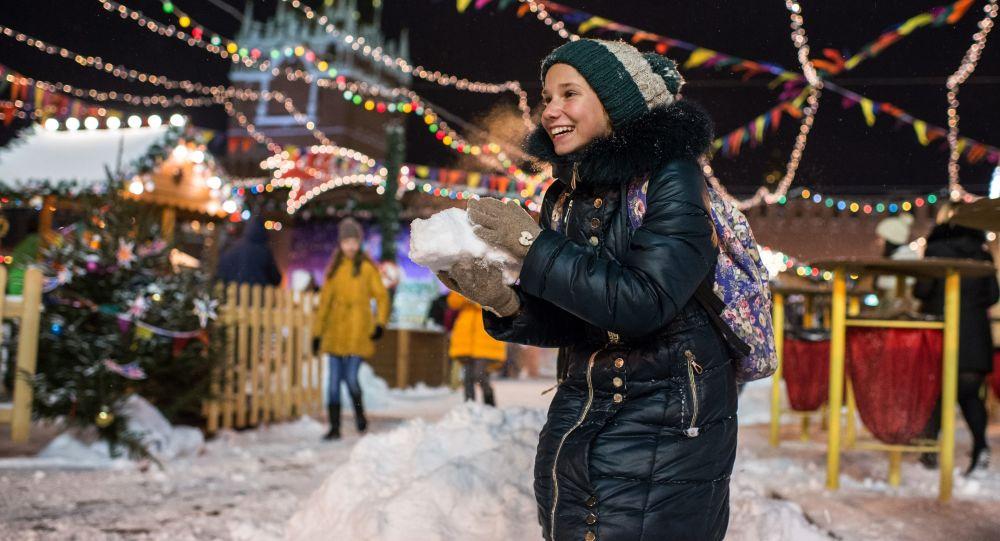 Dziewczynka na Placu Czerwonym w Moskwie