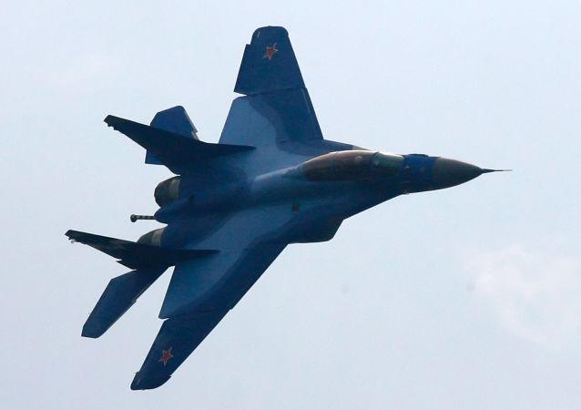 Lot śmigłowca pokładowego MiG-29K