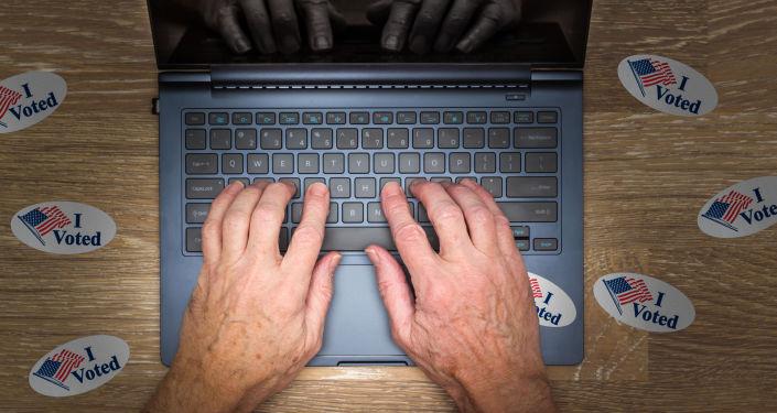 Komputer i naklejki do wyborów w USA