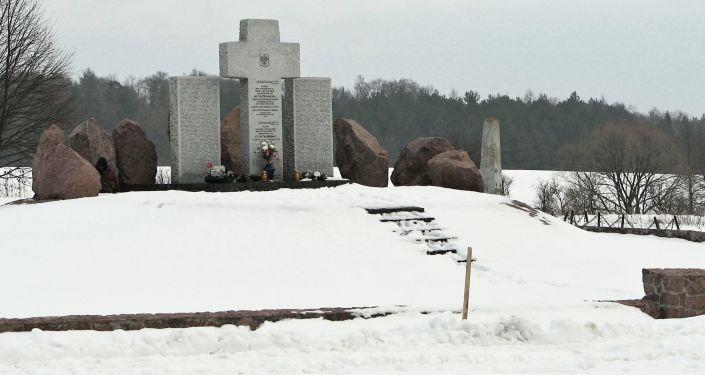 Pomnik pomordowanych Polaków w Hucie Pieniackiej