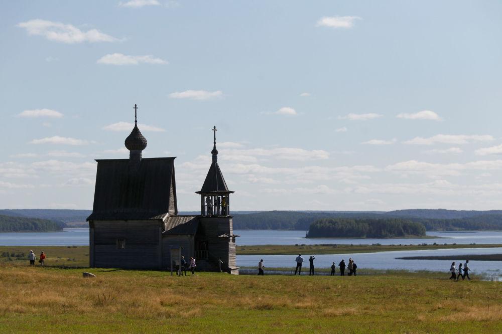 Kienozierski Park Narodowy w obwodzie archangielskim stanowi wyspę, która rządzi się autentycznymi tradycjami rosyjskimi i kulturą.