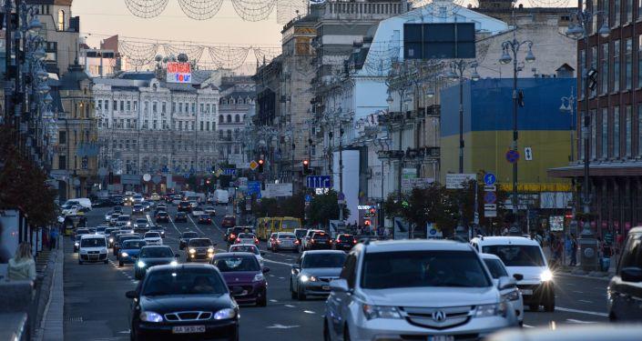 Ruch na ulicy Chreszczatyk w Kijowie