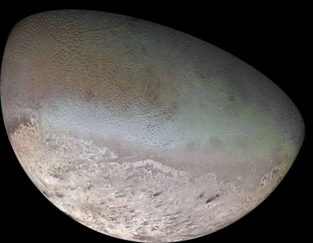 Zdjęcie Trytonu, satelity Neptuna, wykonane przez Voyager-2.