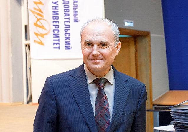 Dziekan Wydziału Inżynierii Fizycznej Narodowego Uniwersytetu Badań Jądrowych Moskiewskiego Instytutu Inżynierii Fizycznej Georgij Tichomirow