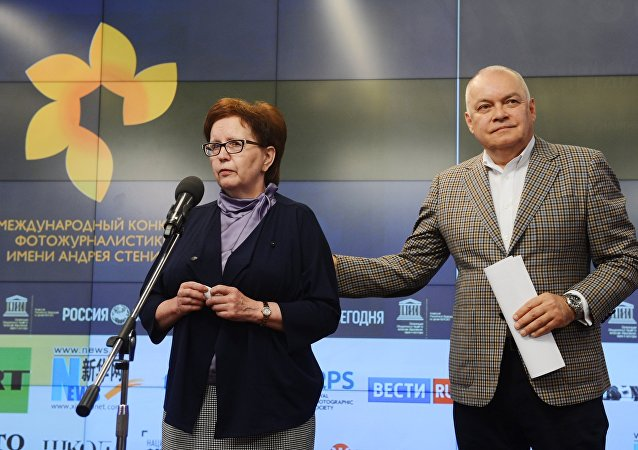 Ceremonia wręczenia nagród zwycięzcom Międzynarodowego Konkursu Fotografii Prasowej im. Andrieja Stienina