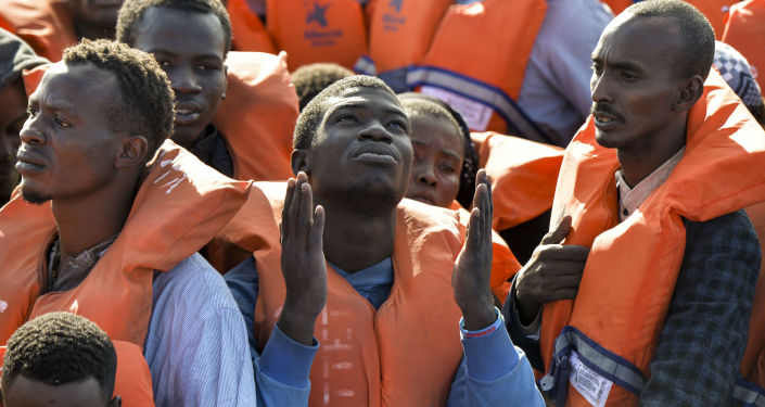 We Włoszech wciąż aktualny jest temat migracji, będący od kilku lat najbardziej palącym problemem, pełnym mitów i tabu