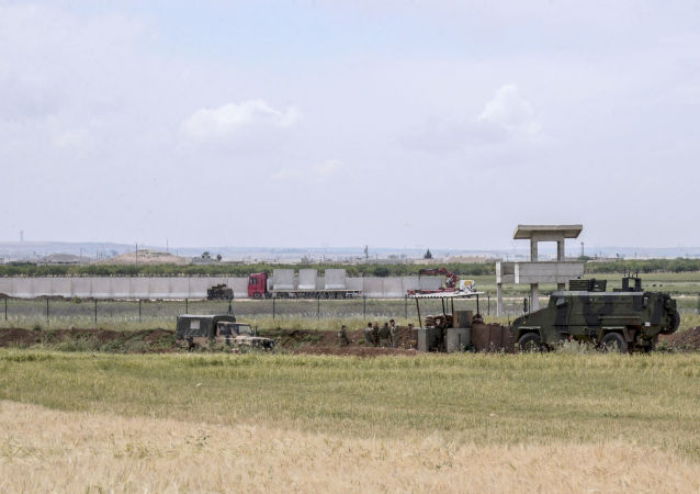 Turcja zakończyła budowę betonowej ściany o długości 330 km na granicy z Syrią i Irakiem