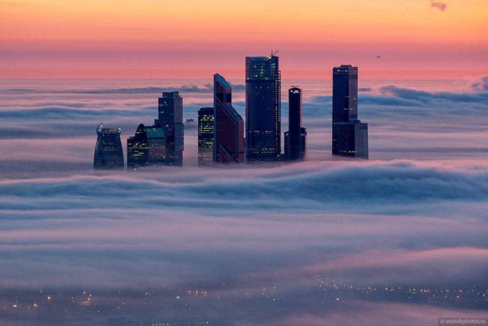 Moskiewskie City. Widok z tarasu wieży telewizyjnej Ostankino