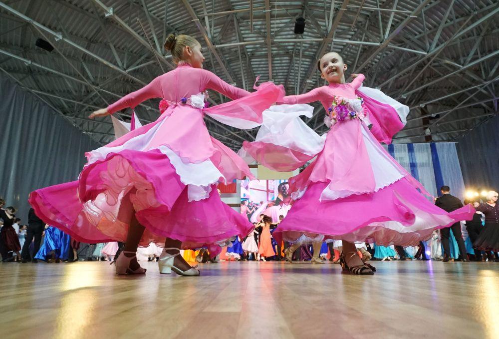 Według Swietłany Truseniowej program taneczny układany jest z uwzględnieniem tradycji, które ukształtowały się w ruchu kadetów w Rosji.