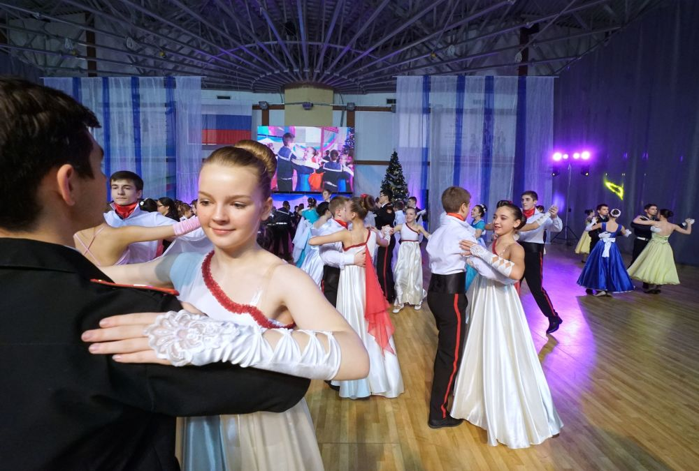 Czasowo pełniąca obowiązki regionalnego ministra edukacji uważa, że bal kadetów jest jednym z ważnych elementów prawidłowego pod względem estetycznym wizerunku rosyjskiego nastolatka.