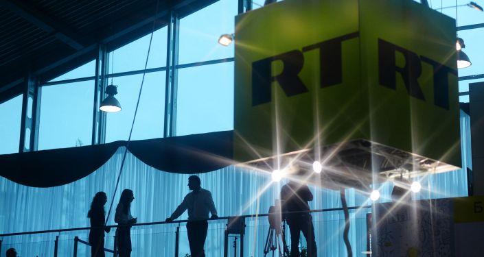 Sześcian z logo telewizji Russia Today