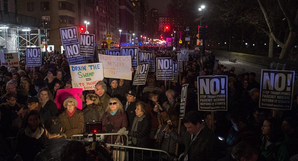 Nowojorczycy wyszli na ulice by zaprotestować przeciwko inauguracji prezydenta elekta USA Donalda Trumpa