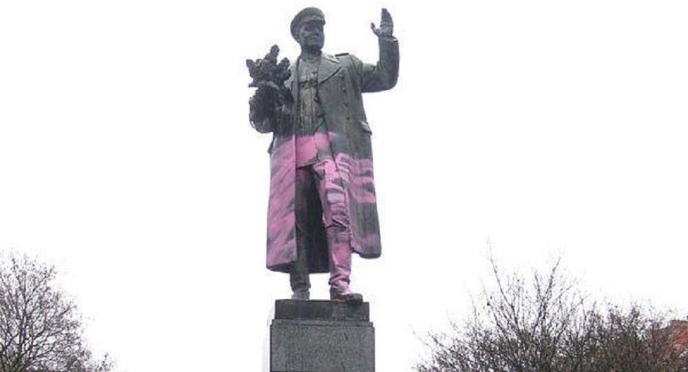 Praga, zniszczony pomnik marszałka Iwana Koniewa