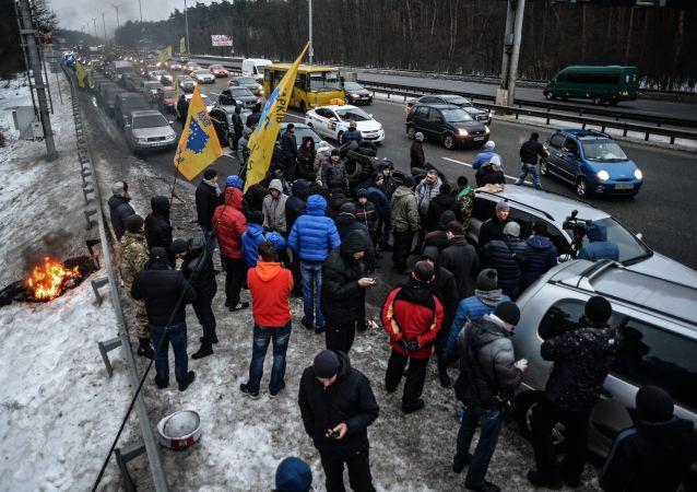 Ukraińscy kierowcy rozpoczęli częściową blokadę wjazdów do Kijowa