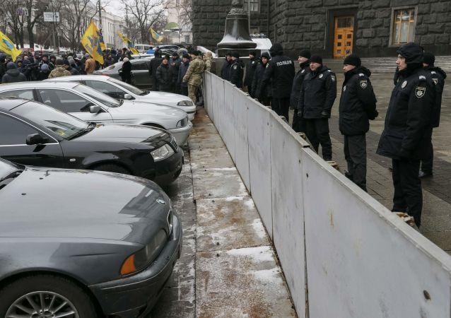Protest ukraińskich kierowców przed budynkiem rządu Ukrainy w Kijowie