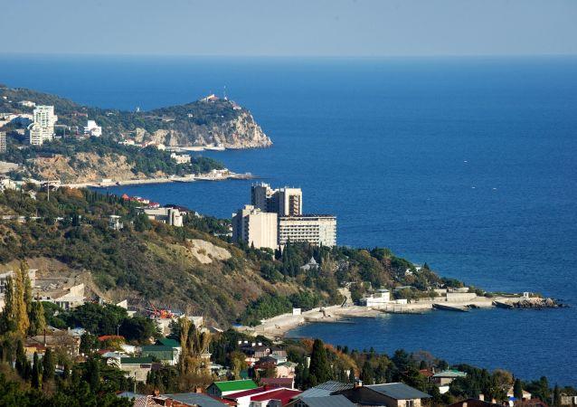 Widok na południowe wybrzeże Krymu w okolicach dużej Jałty.