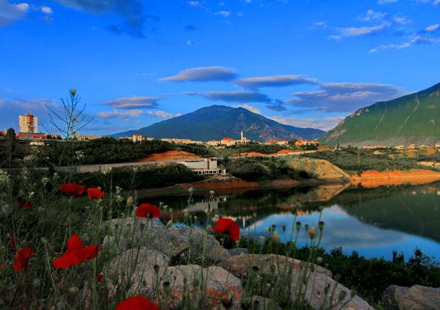 Pejzaż miasta Kukës w Albanii