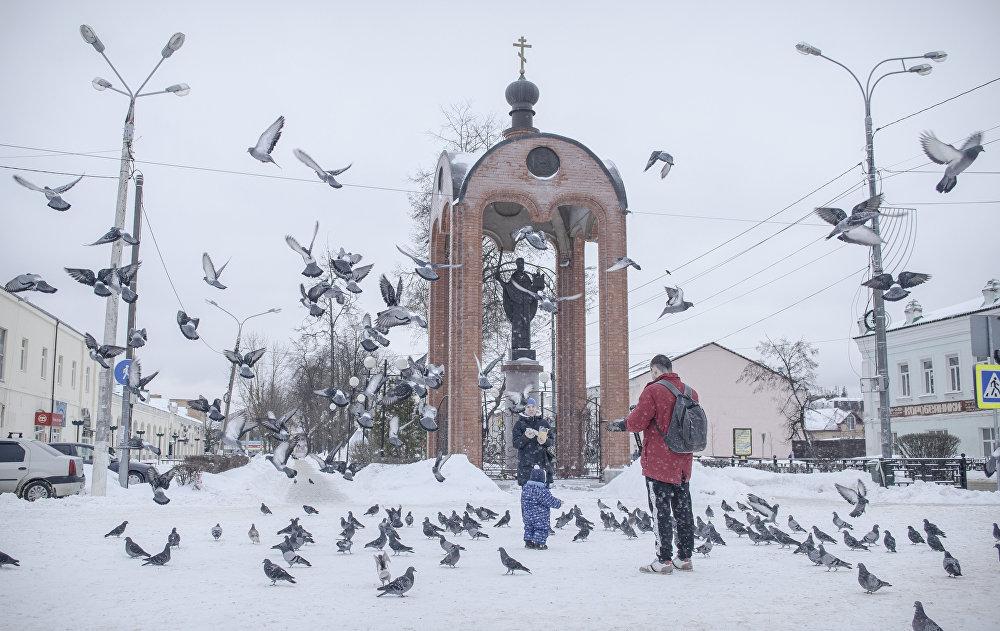 Patronem Możajska nazywają świętego Mikołaja z Miry (z Bari). Według podania niegdyś święty ocalił miasto. Możajsk został otoczony przez wrogów i mieszkańcy zaczęli modlić się do świętego Mikołaja. Nagle na niebie nad katedrą pojawił się sam święty, który wyglądał groźnie i trzymał w prawej ręce błyszczący miecz, a w lewej niby miasto, na znak jego ochrony. Wrogowie w strachu uciekli.