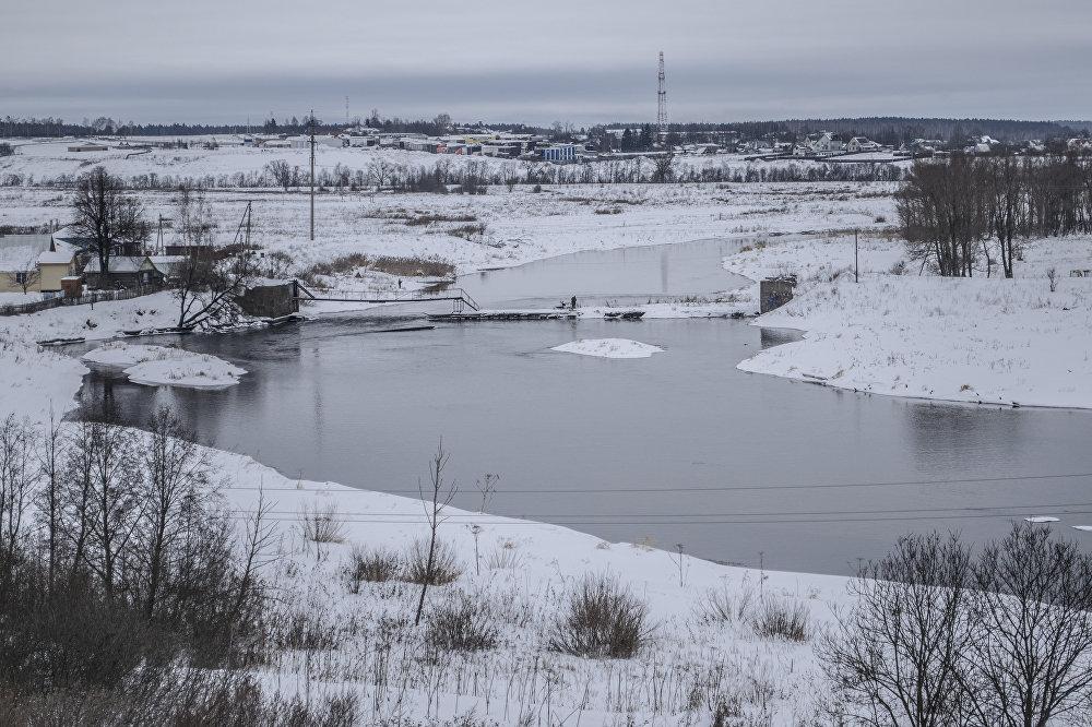 Wzdłuż Sobornej (Katedralnej) górki, na której znajduje się Kreml, przebiega rzeka Możajka.