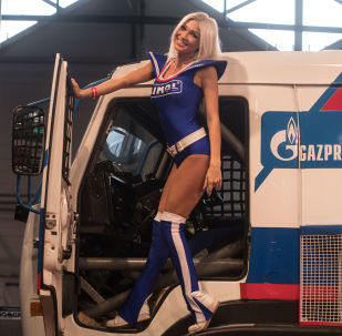 Modelka na wystawie Motorsport Expo