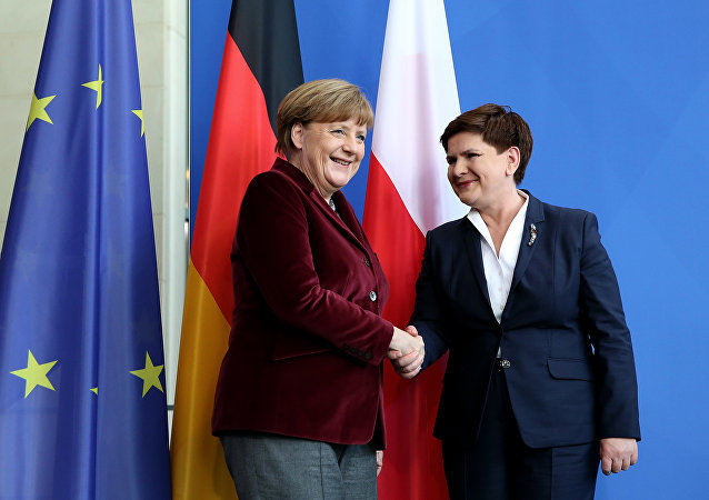 German Chancellor Angela Merkel (L) and Polish Prime Minister Beata Szydlo shake hands after a press statement at the Chancellery in Berlin on February 12, 2016