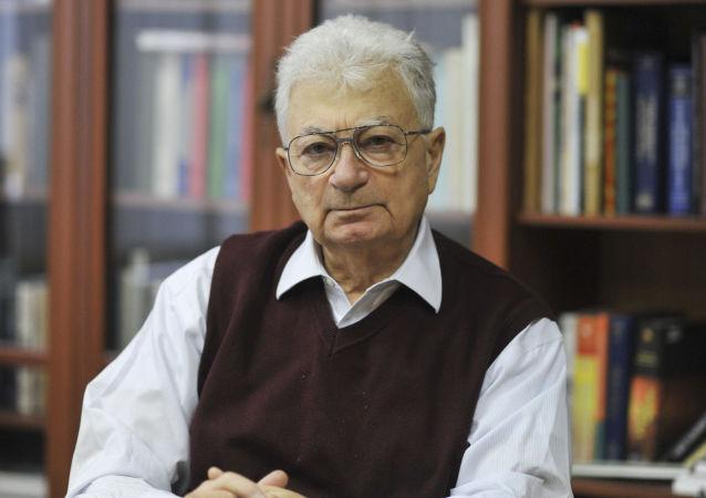Profesor Jurij Oganiesian