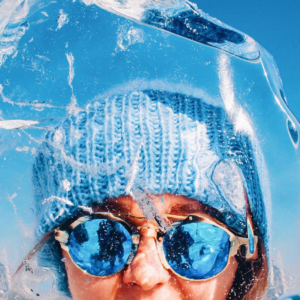 Autoportret wykonany zza kawałka lodu