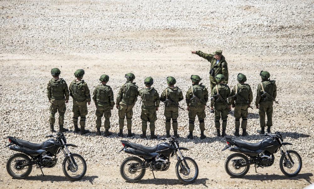 """Prezentacja sprzętu wojskowego w ramach przygotowań do międzynarodowego forum wojskowo-technicznego """"Armia-2015"""" w obwodzie moskiewskim."""
