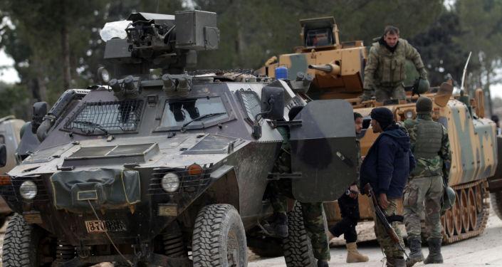 Tureccy wojskowi i żołnierzy Wolnej Armii Syrii na przedmieściach Al-Bab