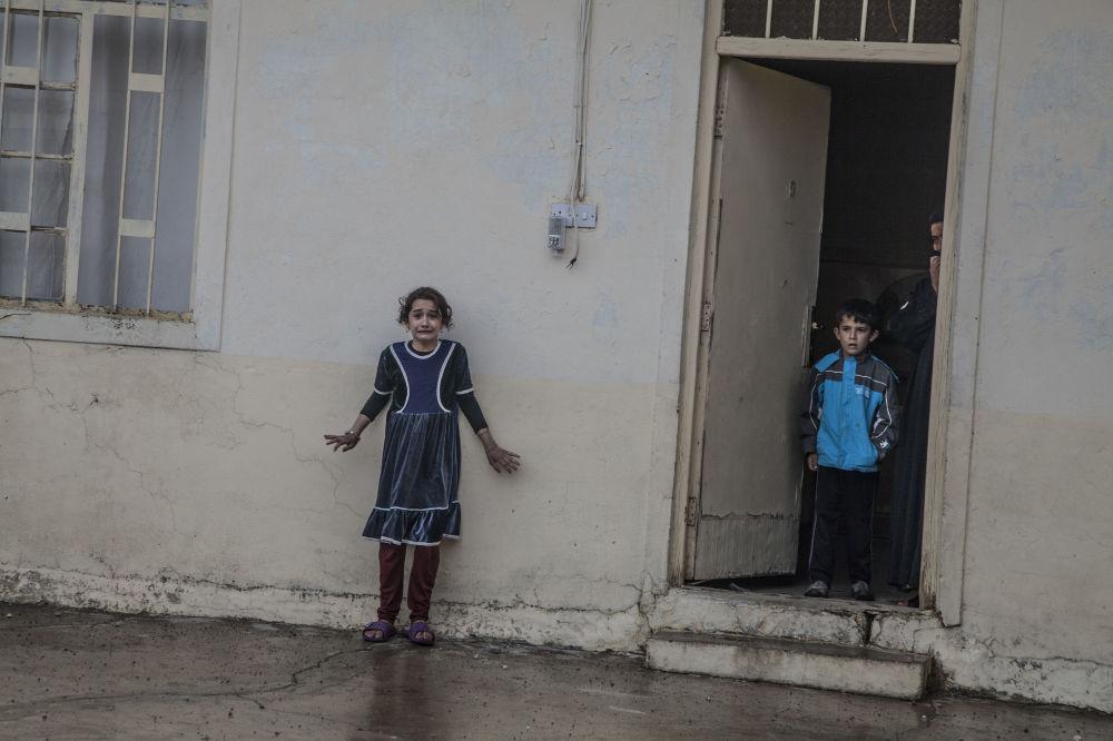 Zdjęcie Ofensywa na Mosul. Autor: Laurent Van der Stockt. Pierwsze miejsce w kategorii Wydarzenia - zdjęcie pojedyncze .