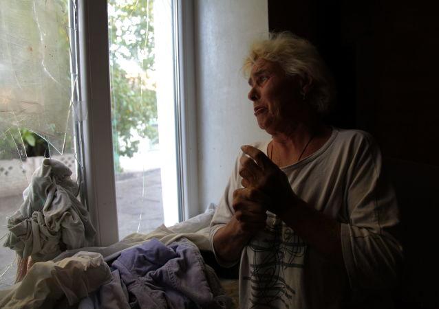 Liubow Tichowna w swoim domu, po ostrzale. Wesołoje pod Donieckiem