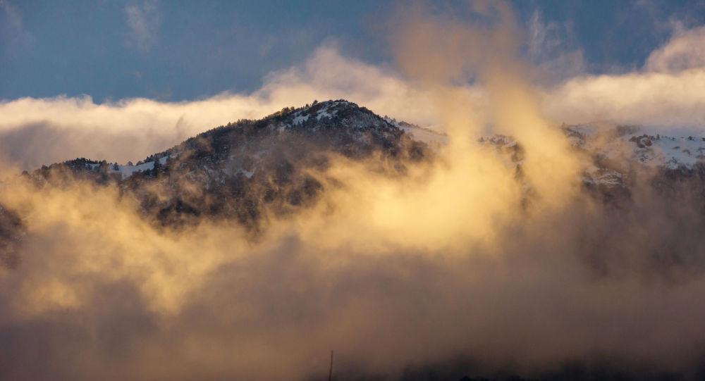 Góry o zmierzchu w okolicach wsi Partenit na Krymie