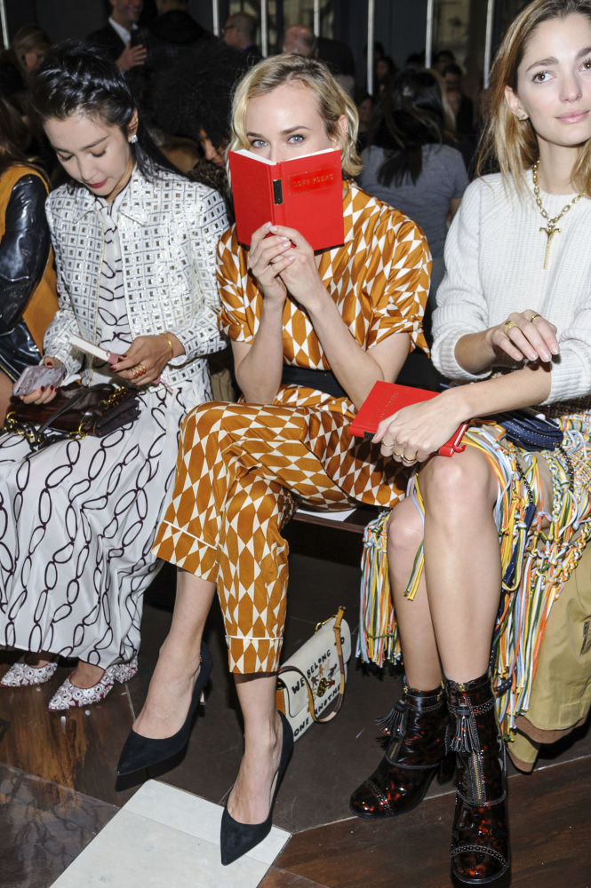 Aktorka Diane Kruger ogląda pokaz Tory Burch w ramach Tygodnia Mody w Nowym Jorku