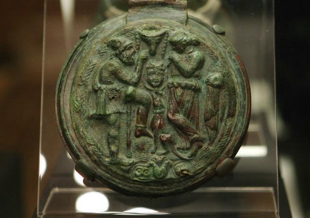 Lustro Etrusków wykonane z bązu