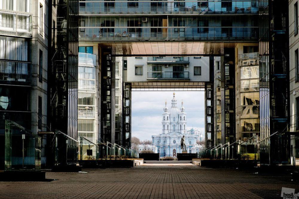 Zdjęcie Kontrasty architektoniczne w Petersburgu. Autor: Galina Wiszniakowa. Kategoria: Architektura