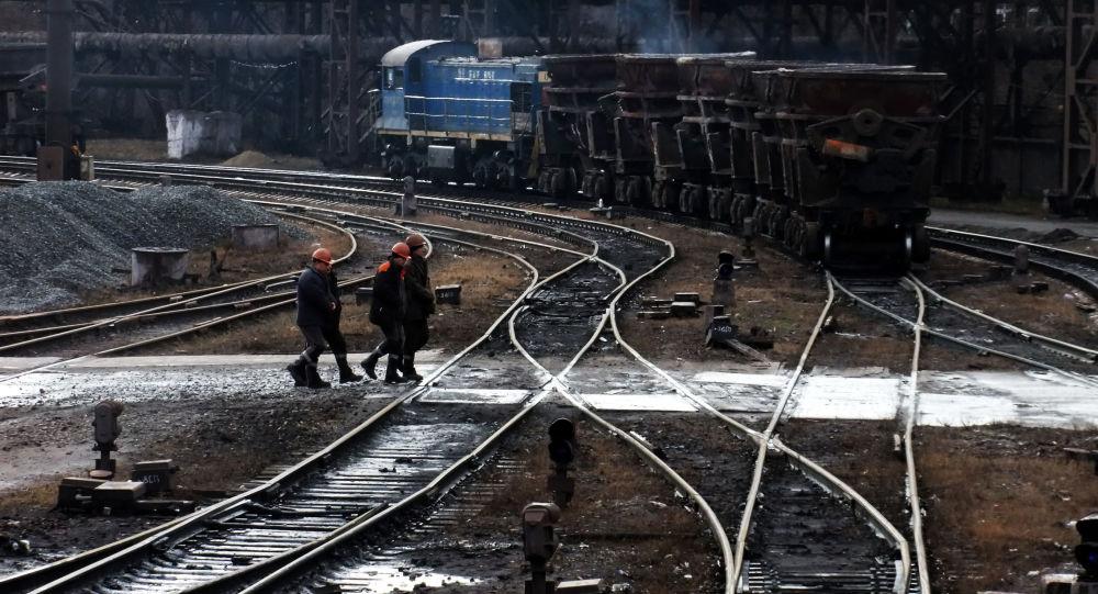 Robotnicy na terytorium Jenakijewskiej Huty