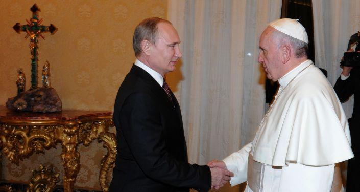 Prezydent Rosji Władimir Putin i papież Franciszek