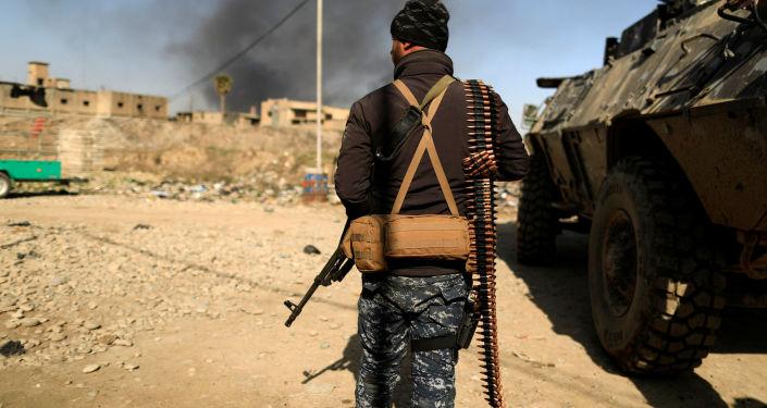 Iracki wojskowy w zachodnim Mosulu