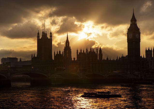 Big Ben i budynek brytyjskiego parlamentu w Londynie