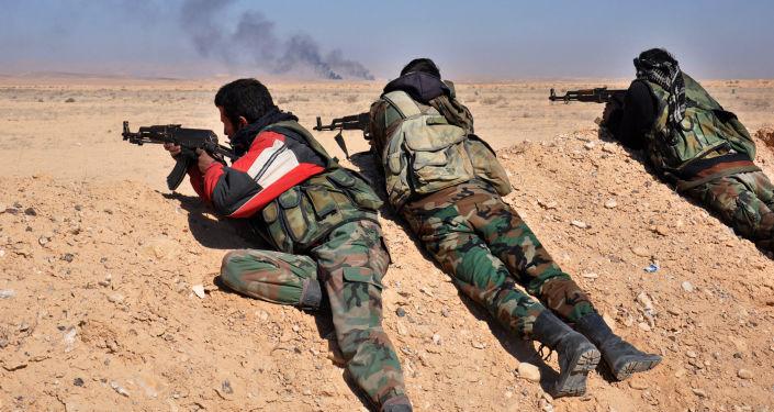 Syryjscy żołnierze prowadzą ostrzał pozycji PI na zachód od Palmiry