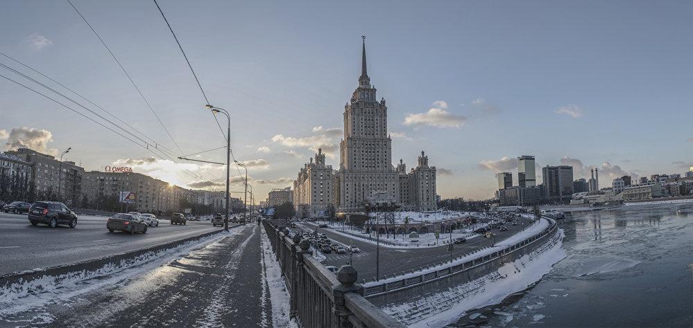 Na pierwszym piętrze hotelu jest umieszczona makieta Moskwy z 1977 roku, która została wykonana dla Narodowej Wystawy w Ameryce na zamówienie Ministerstwa Spraw Zagranicznych. Diorama bardzo precyzyjnie przedstawia historyczne centrum stolicy.