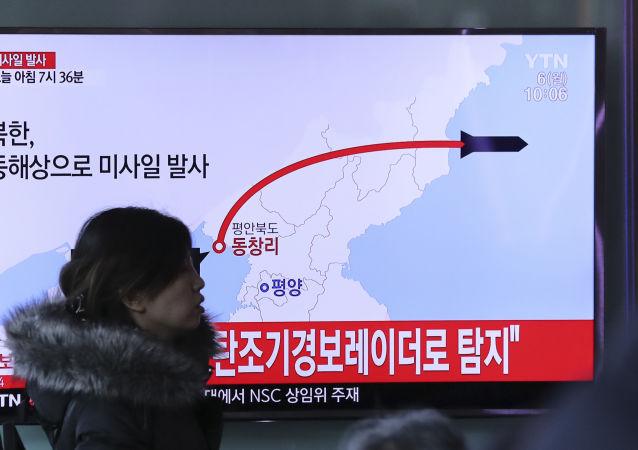 Wiadomości południowokoreańskiej telewizji o wystrzale rakiety w Korei Północnej