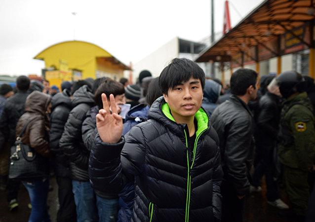 Policja sprawdza dokumenty migrantów