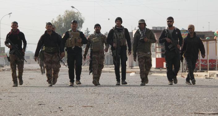 Irackie siły paramilitarne odkryły na terenie więzienia pod Mosulem masowy grób z ponad 500 ciałami