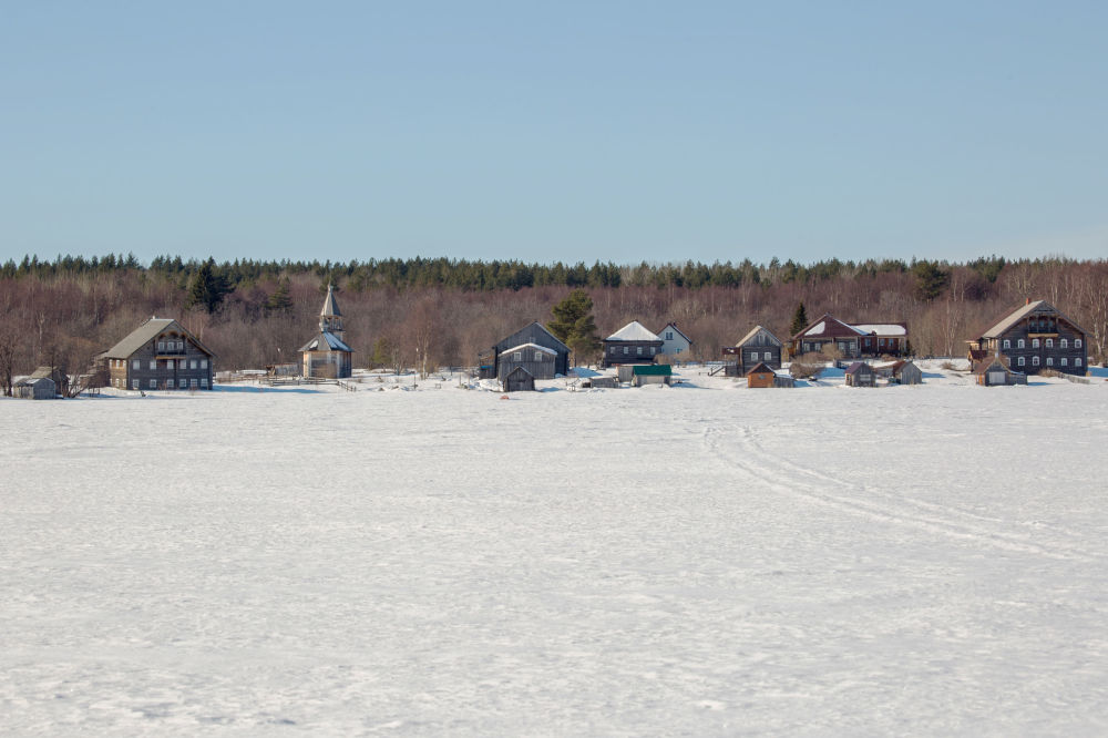 Widok na wieś Tieliatnikowo znajdującą się na Kiżskich Szkierach (archipelagu Kiży).